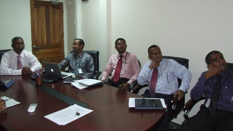 Minister Dr. Mohamed Muizzu meets with the senior officials of STELCO regarding the power cuts in Male'